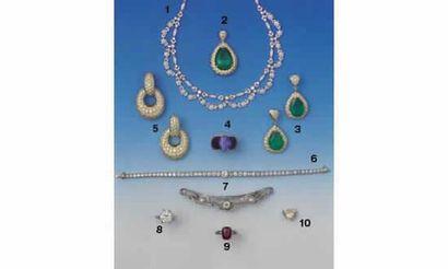 1. COLLIER DRAPERIE, en or et diamants (35/38000)...