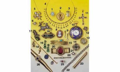 1. BAGUE opale et diamants, en or (11/13000)...