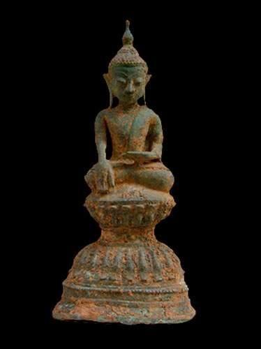 BIRMANIE -Thaïlande Bouddha assis sur un...