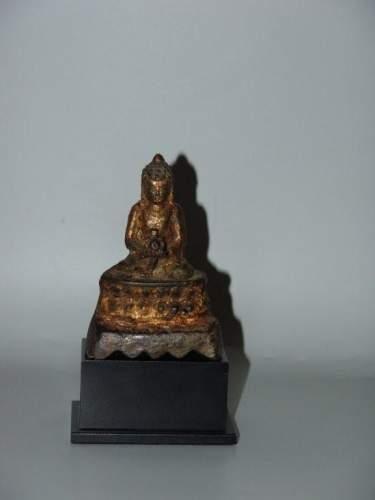 TIBET - NEPAL Bouddha représenté assis sur...