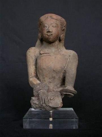 INDONESIE Buste de jeune femme. En terre...
