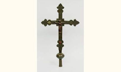 Croix processionnelle aux extrémités des...