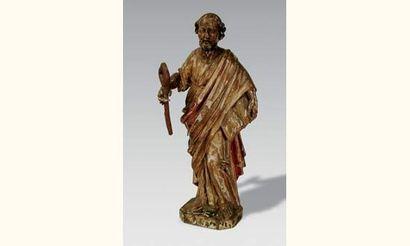 Saint Pierre en bois sculpté, doré et polychromé....