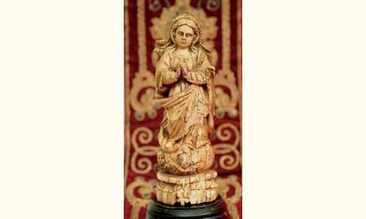 Vierge de l'Assomption en ivoire sculpté...