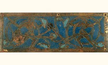 Rare plaque en émail champlevé bleu moyen...