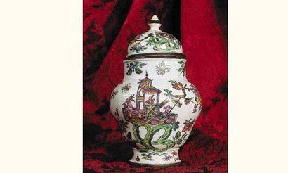 ITALIE (Turin ?) : Exceptionnel et rare vase...