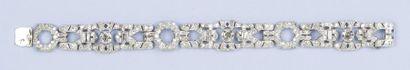 Bracelet articulé en platine à décor ajouré...