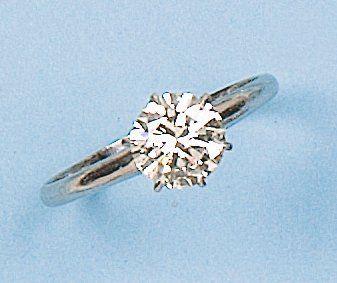 Bague solitaire en or gris ornée d?un diamant...