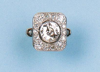 Bague en platine et or gris ornée d'un diamant...