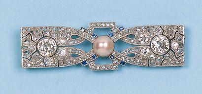 Broche en platine ornée de deux diamants...