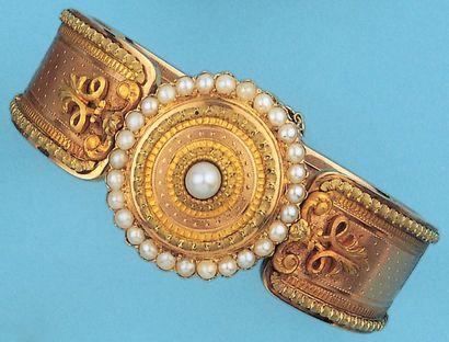 Bracelet rigide ouvrant en or de trois couleurs...