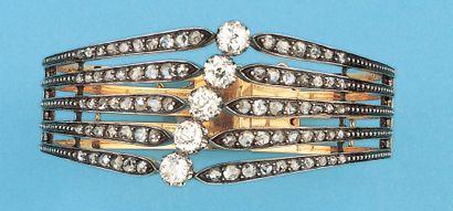 Bracelet rigide ouvrant à décor ajouré en...