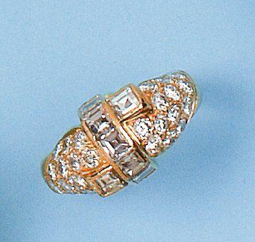 Bague en or jaune ornée de diamants taillés...