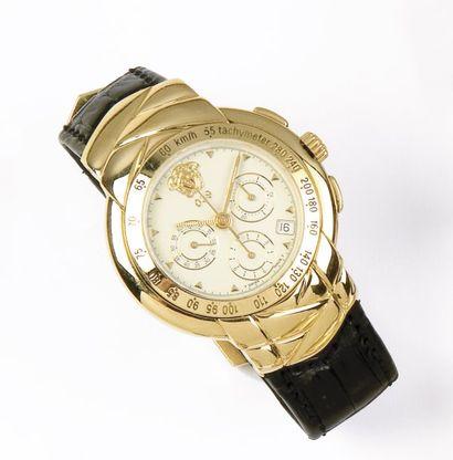 VERSACE «Réf 039» Montre de poignet chronographe en or jaune. Cadran blanc à 3 compteurs....