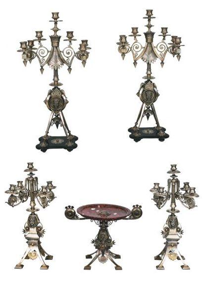 Garniture de table dans le style « Egyptomania...