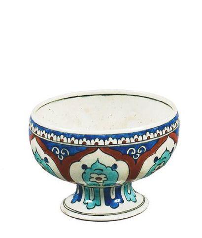Coupe hémisphérique sur piédouche en céramique...