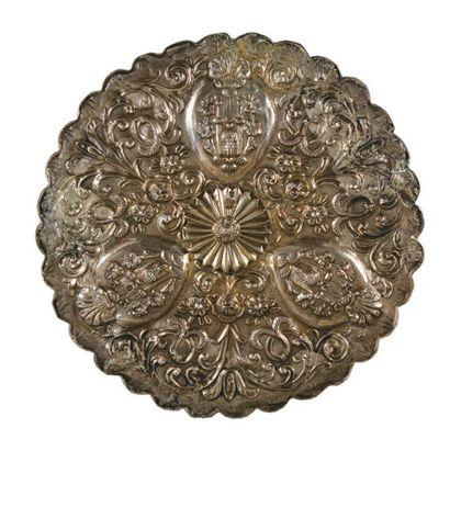 Miroir circulaire à bord festonné en argent...
