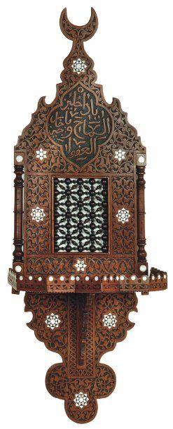 Porte-turban, «kavukluk »,en noyer sculpté,...