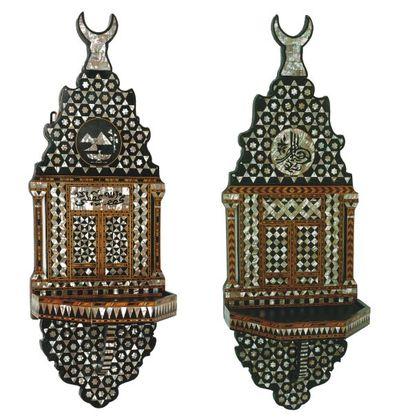 Deux porte-turbans, « Kavukluk » en bois...