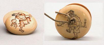 MANJU en ivoire décoré de danseurs sur les...