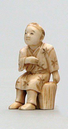 OKIMONO en ivoire représentant un homme assis...
