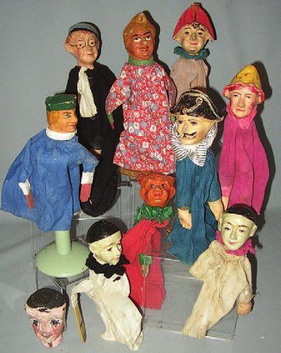 Ensemble de 7 marionnettes en composition...