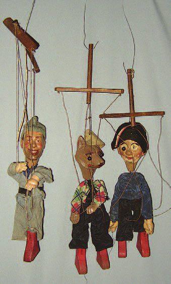 Trois marionnettes à fils (FERNANDEL dans...
