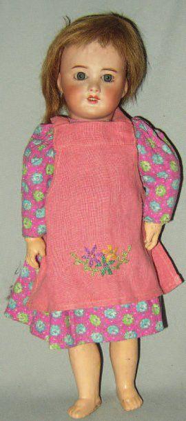 Petite poupée de fabrication française de...