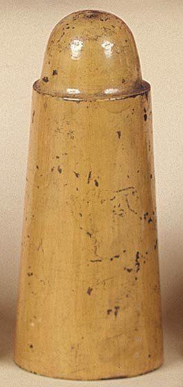 La quille et sa coquille. Une quille en bois...