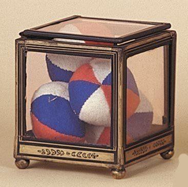 Boîte transparente à la balle. Une boîte...