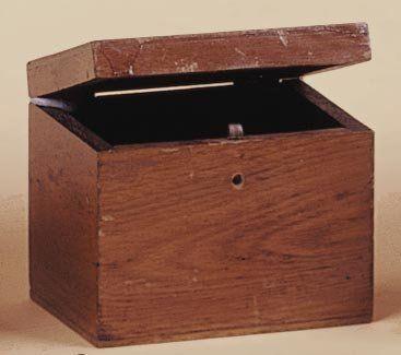 Boîte à échange. Dans une boîte montrée vide,...