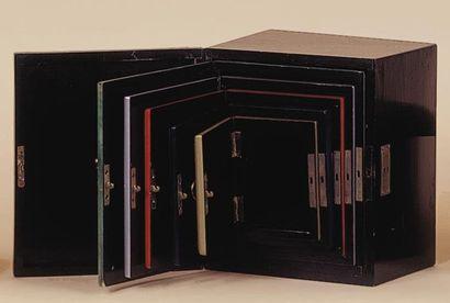 Boîtes à sept (six) de Klingl. Le magicien...