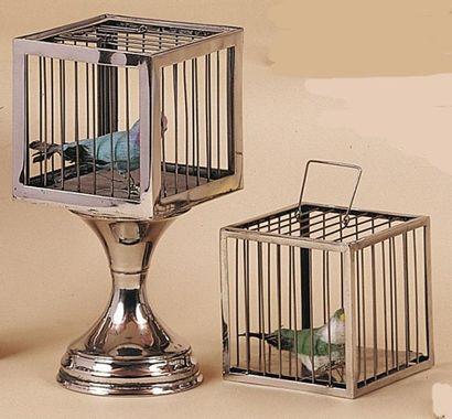 Cage éclipsée. Cette cage à oiseau disparaît...