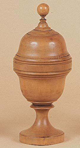 Vase au millet. Ce vase en buis tourné d'une...