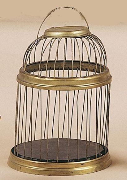 Cage pliante à apparition. Le magicien fait...