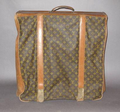 LOUIS VUITTON Porte-habits portable à 5 cintres en toile monogram et cuir naturel,...