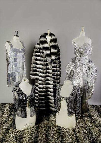 Robes PACO RABANNE  Couverture en Ocelot M. KOTLER  Manteau en Chinchilla nat...