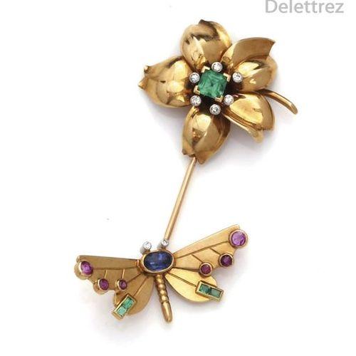 Épingle à cravate en or jaune, ornée d'une fleur sertie d'une émeraude carrée da…