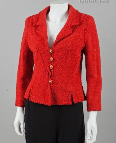 CHANEL Boutique par Karl LAGERFELD Circa 1990 *Veste en lainage bouclette rouge …