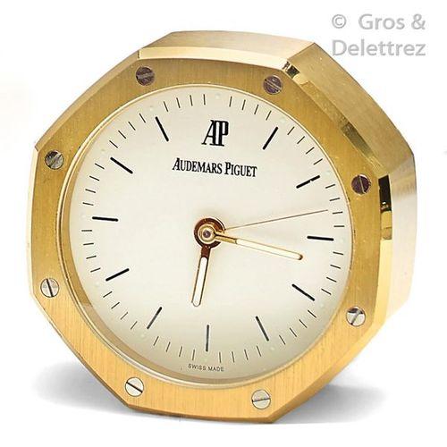 AUDEMARS PIGUET Octagonal shaped quartz clock alarm clock. Dim 6,9x6,9cm Does no…