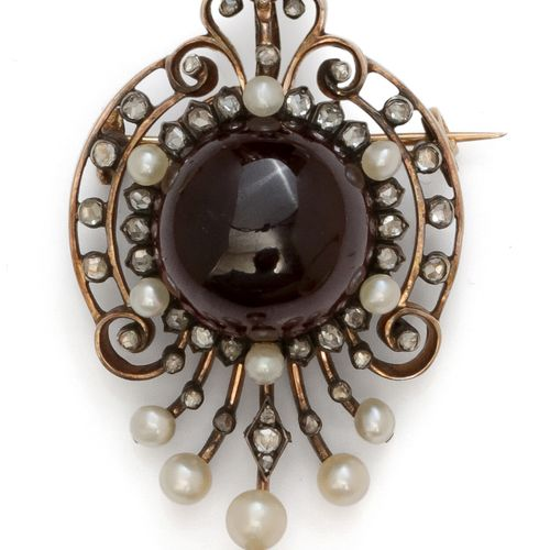 Charming yellow gold and silver pendant, decorated with a palmette decorated wit…