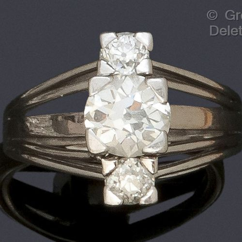 White gold and platinum ring, set with an old cut diamond and two smaller diamon…