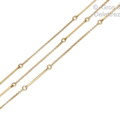 Yellow gold chain with alternating links of forçat link. Length : 84cm. Gross we…