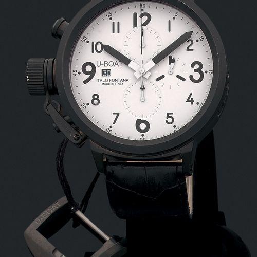 U BOAT Vers 2000.  Modèle homme chronographe automatique en acier anodisé noir. …