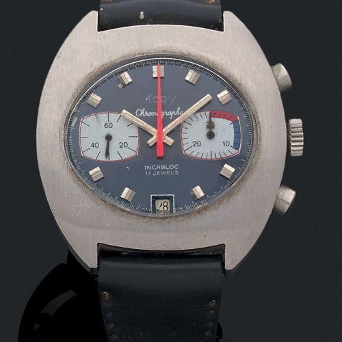 KODY Vers 1970.  Modèle homme chronographe acier 2 compteurs. Cadran bleu, aigui…