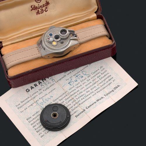 STEINECK ABC Montre appareil photo espion miniature. Allemagne vers 1948  Conçu …