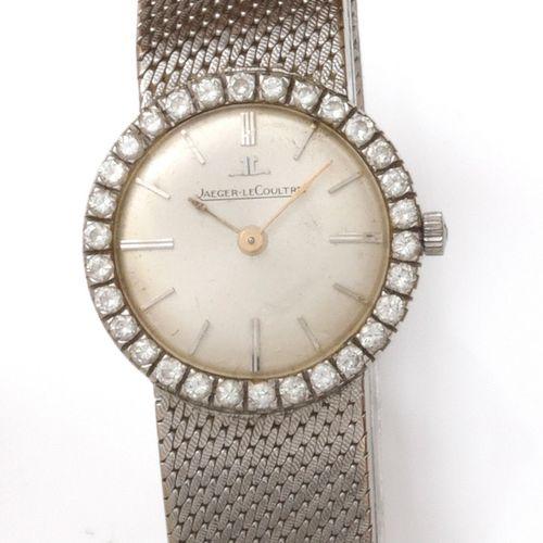 JAEGER LECOULTRE Bracelet montre de dame en or gris, boîtier rond entouré de dia…