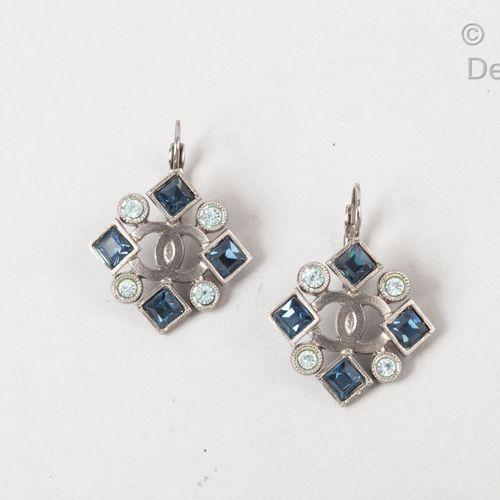 CHANEL par Virginie Viard Collection Croisière 2019  Paire de pendants pour orei…