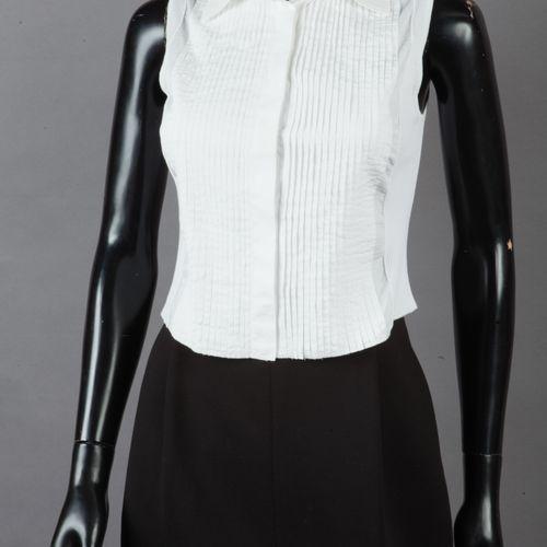 CHANEL Top sans manche en maille côtelée et coton plissé blanc, petit col, simpl…