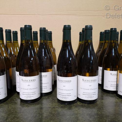 "26 bottles  SANCERRE "" Le GRAND CHEMARIN Domaine D. MIGEON 4 bottles of 1998; 8 …"